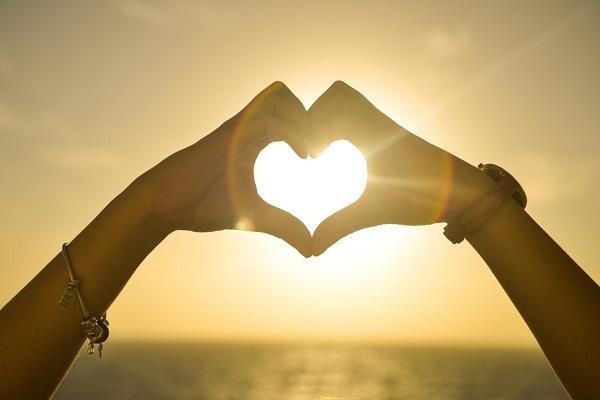 Tu visión se hará más clara solamente cuando mires dentro de tu corazón… Aquel que mira afuera, sueña. Quien mira en su interior, despierta. Carl Jung